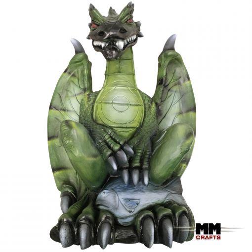 Camo grüner Drache mit Flügeln von vorne